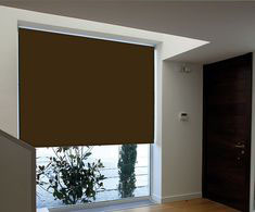 PERSIANA ENROLLABLE BLACKOUT 1X2.4 M CHOCOLATE | The Home Depot México